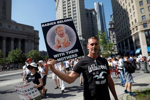 Miles de personas protestan contra la política migratoria de Trump