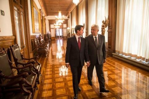 El presidente Enrique Peña Nieto y Andrés Manuel López Obrador durante su reunión en Palacio Nacional