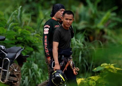 Ascienden a ocho los rescatados de la cueva — Tailandia