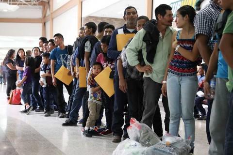 Niños migrantes más pequeños ya están con sus familias