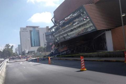 Se derrumba Plaza Artz Pedregal