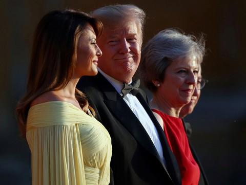 May le 'guiña el ojo' a Trump en visita a Gran Bretaña