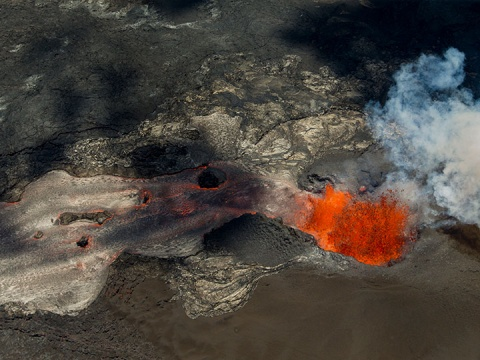 Bomba volcánica perfora un barco en Hawái y deja 23 heridos