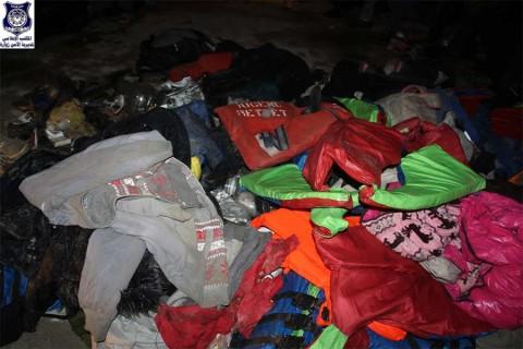 Hallan en Libia a casi 100 migrantes hacinados en camión; 8 muertos