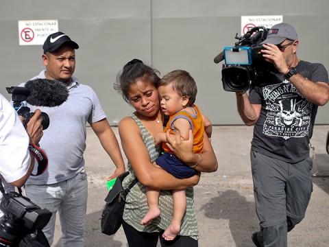 EU deporta a bebé hondureño que compareció en corte (Foto: AP)