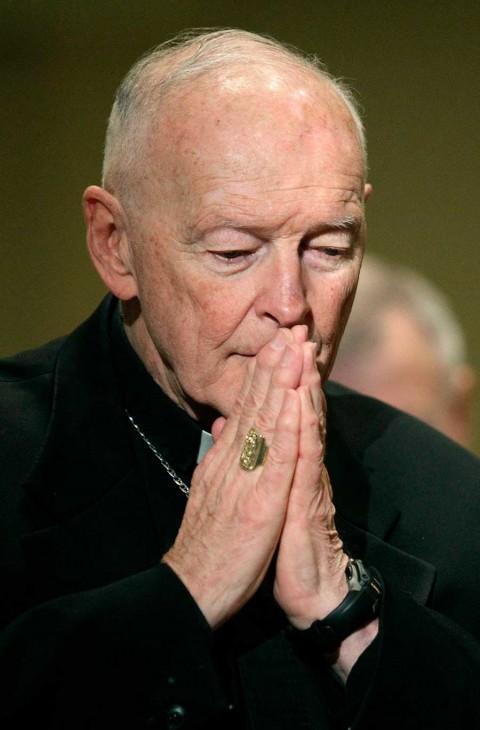 El papa Francisco recluye a cardenal acusado de abusos hasta que sea juzgado