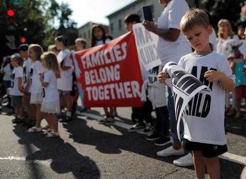 Trump vuelve arremeter contra inmigrantes irregulares y el uso de niños