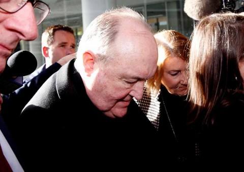 Papa acepta renuncia de arzobispo australiano que encubrió casos pederastia