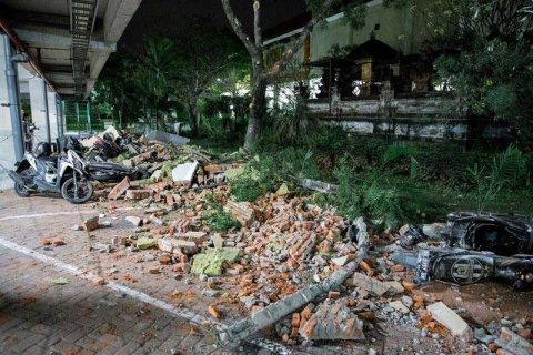 Suman 19 muertos en Indonesia por sismo