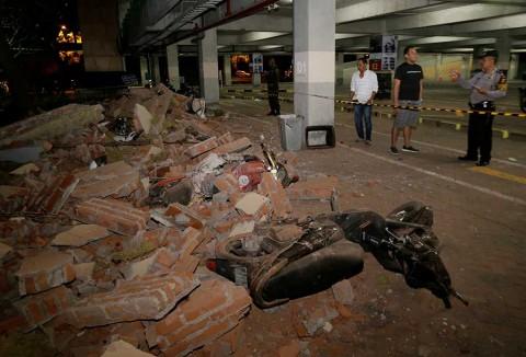 Sismo sacude Indonesia y provoca pequeños tsunamis