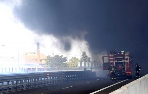 Explosión de pipa en carretera de Italia deja al menos 2 muertos y 70 heridos
