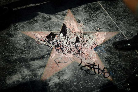 Piden retirar la estrella de Trump en Hollywood