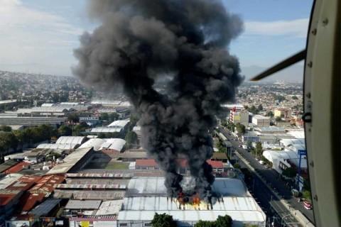 Reportan fuerte incendio en fábrica de Avenida Tláhuac