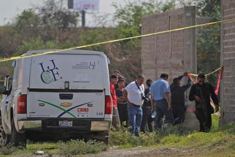 Autoridades investigan a dos presuntos miembros del CJNG en relación a los 10 cadáveres hallados el fin de semana pasado en una fosa clandestina en una finca de Guadalajara. Foto: Cuartoscuro