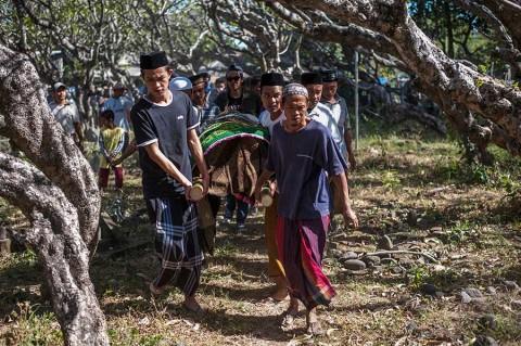 Suman 436 muertos en Indonesia tras sismo