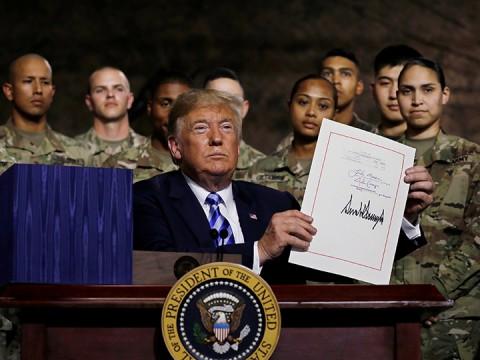 Firma Trump presupuesto militar anual por 717 mil mdd - Portal Noticias Veracruz