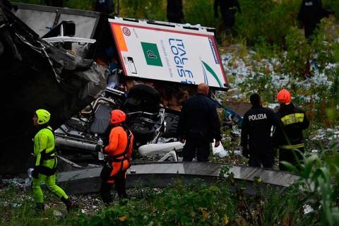 Se desploma puente de autopista en Génova, Italia