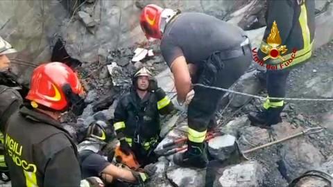 Van 22 muertos por derrumbe de puente en Italia