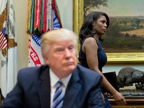 Trump vuelve a arremeter contra su exasesora y la califica de