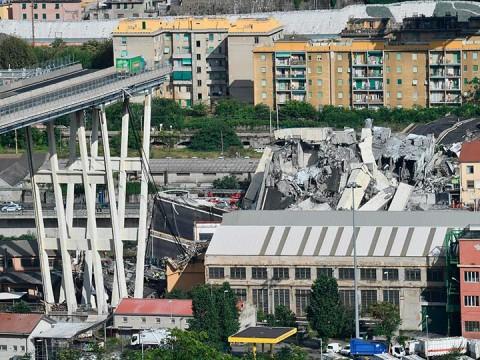 Hay cinco latinoamericanos entre las víctimas por derrumbe de puente en Génova (Foto: AP)