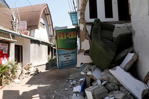 Ascienden a 460 los muertos por sismo en Indonesia