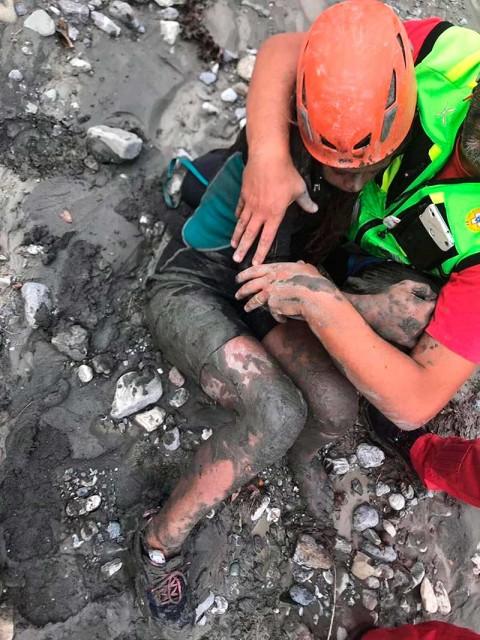 Mueren al menos 11 excursionistas en Italia por crecida de río