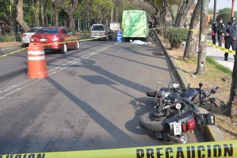 Un casco adecuado y certificado reduce hasta 40 por ciento el riesgo de muerte al rodar una motocicleta y 70 por ciento la probabilidad de sufrir lesiones graves. Foto: Cuartoscuro