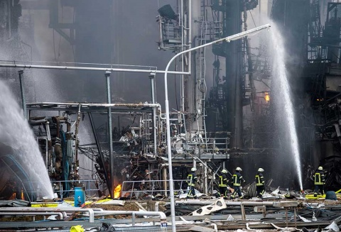 Incendio en refinería deja 9 heridos en Alemania