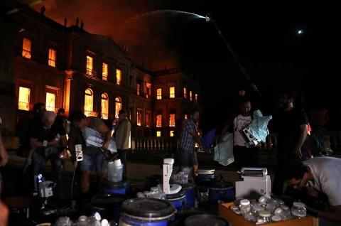 Así ardió el Museo Nacional de Brasil, uno de los acervos más importantes de AL