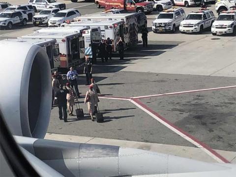 Alerta en NY por avión con reporte de 100 pasajeros enfermos