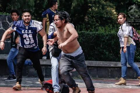 La mayoría de los agresores pertenecen al CCH Azcapotzalco. Hasta el momento, la Procuraduría General de Justicia de la Ciudad de México no ha informado de detenciones sobre el caso y asegura que continúan las investigaciones. Foto Facebook: @diegouriartefotografia