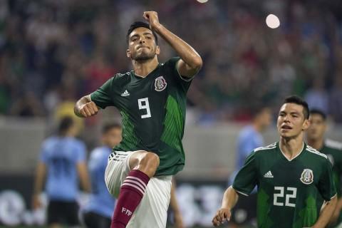 Raúl Jiménez, Gol Penal, México Uruguay, Selección Mexicana,