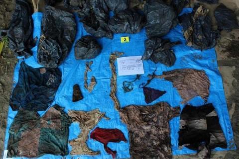 La Fiscalía General de Veracruz informó que a partir de las 17:00 horas estarán a disposición los catálogos con las fotografías de las prendas de vestir encontradas en las fosas clandestinas. Foto: Cuartoscuro