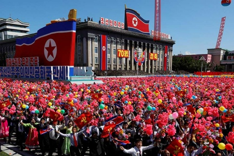 Corea del Norte realiza desfile militar sin un solo misil