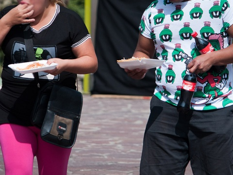 El costo relativo de los alimentos con un alto contenido de grasas y azúcares es bajo en comparación con los productos frescos. Foto: Cuartoscuro