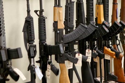 Estados Unidos vive una crisis humanitaria por armas de fuego, afirma Amnistía Internacional