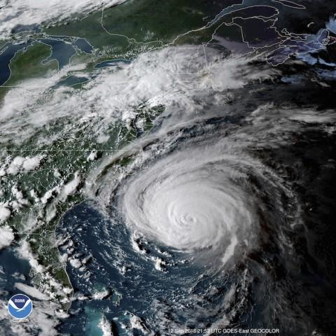 El huracán 'Florence' pierde fuerza y es degradado a tormenta tropical