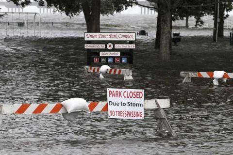 Paso del huracán Florence deja al menos nueve muertos en EE UU