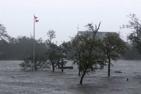 Suman 6 muertos en Estados Unidos por 'Florence'