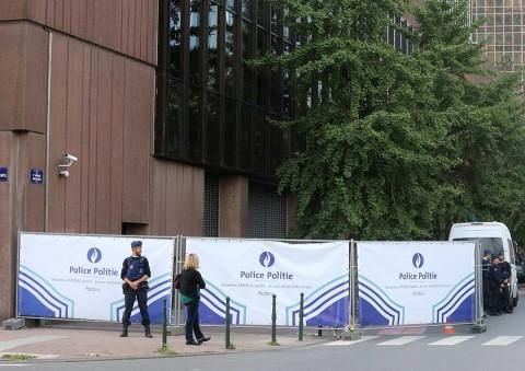 Balean a hombre con cuchillo que atacó a policía en Bélgica