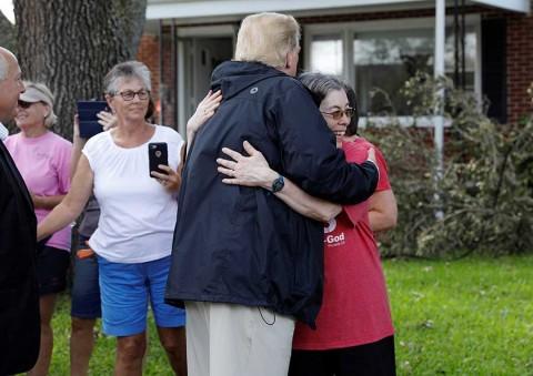 En medio del desastre en Carolina del Norte, Trump pregunta por su club de golf
