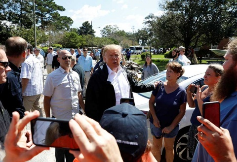 En medio del desastre en Carolina del Norte, Trump pregunta por su club de golf