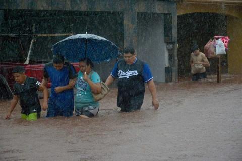 En Sinaloa, hasta el momento, se reportan arroyos desbordados, vehículos arrastrados y viviendas inundadas. Foto: Cuartoscuro
