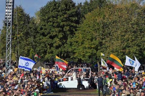 El papa Francisco llama a vigilar el antisemitismo