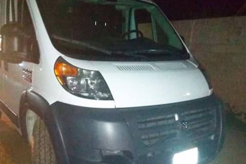 Sorprenden a custodio del Cereso transportando huachicol en camioneta oficial