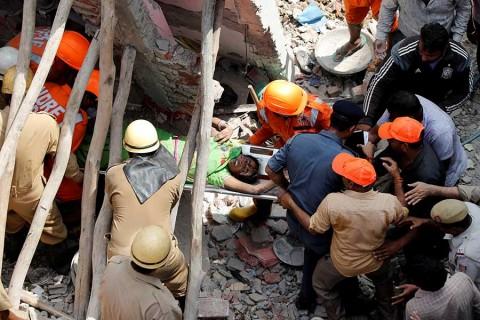 Derrumbe de edificio en India deja al menos 4 muertos