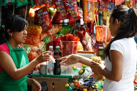 Las cualidades adictivas a la comida chatarra afectan al cerebro de manera similar cuando se consumen drogas. Foto: Cuartoscuro