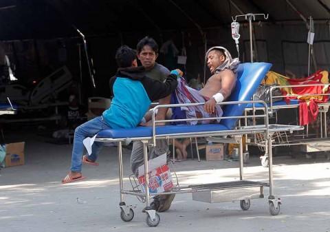 Van más de mil 400 muertos en Indonesia tras sismo y tusnami