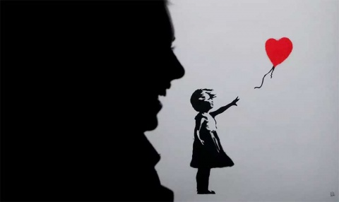 Obra de Banksy se autodestruye tras ser subastada