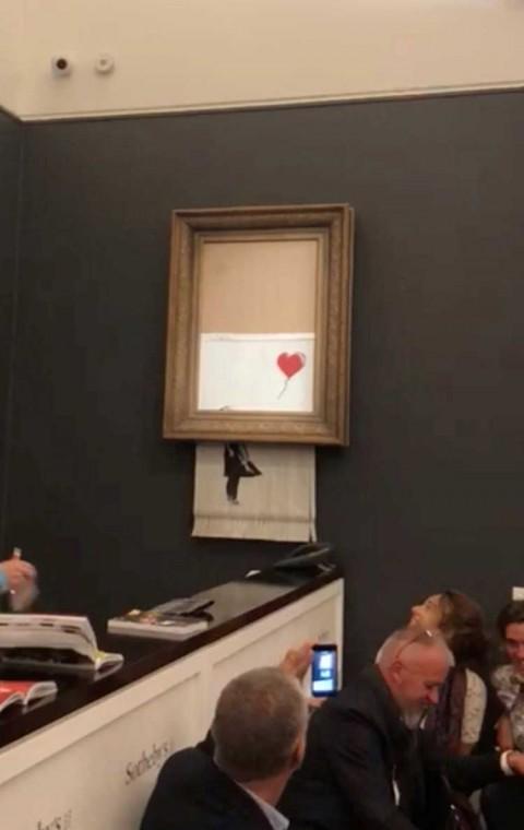 Así preparó Banksy la autodestrucción de su obra 'Niña con globo'